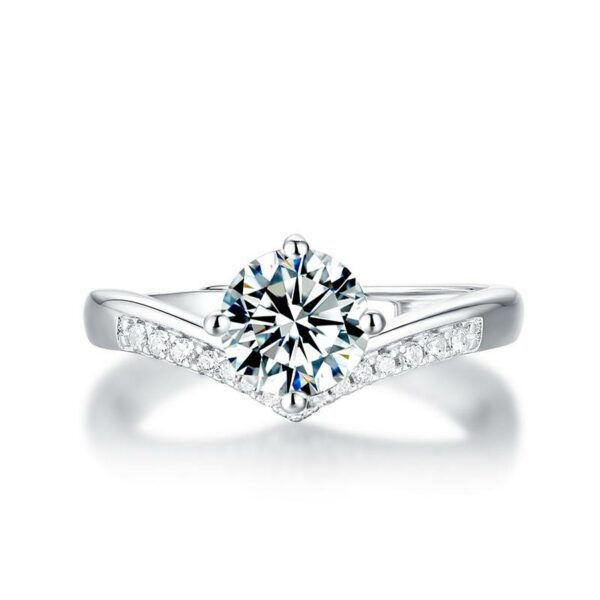 "GEMODA GEMODA ""Tiara"" Moissanite V-Setting Solitaire 18k Engagement Ring - Gemorie"